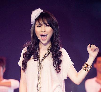Ca sĩ Việt bấp bênh vì... hát nhép - 1