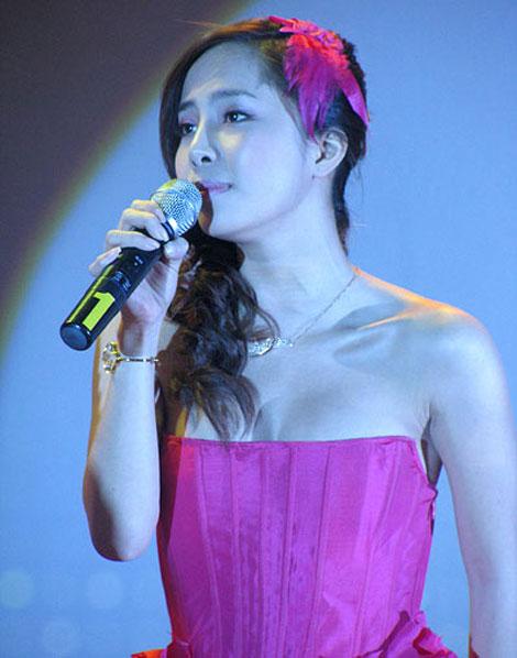 Ca sĩ Việt bấp bênh vì... hát nhép - 5
