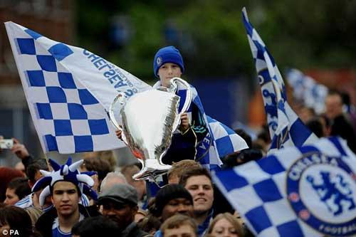 Chùm ảnh và video Chelsea rước cúp tại London - 10
