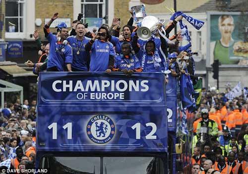 Chùm ảnh và video Chelsea rước cúp tại London - 4
