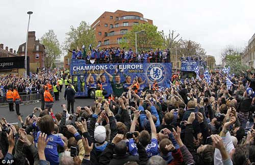 Chùm ảnh và video Chelsea rước cúp tại London - 7