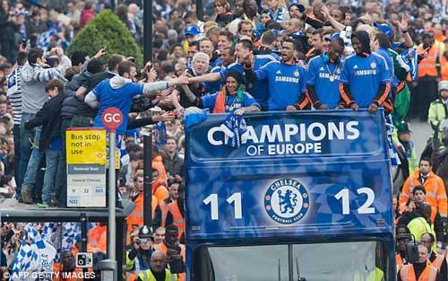 Chùm ảnh và video Chelsea rước cúp tại London - 9