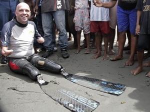 Người mất tay, chân bơi qua 5 châu lục - 1