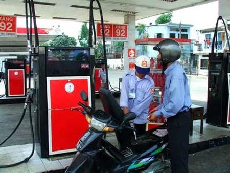 Doanh nghiệp sẵn sàng giảm giá xăng - 1