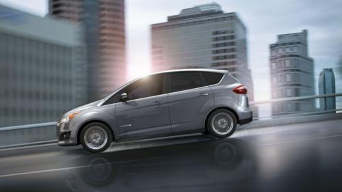 Ford C-Max đối đầu Toyota Prius v: Ai hơn ai? - 1