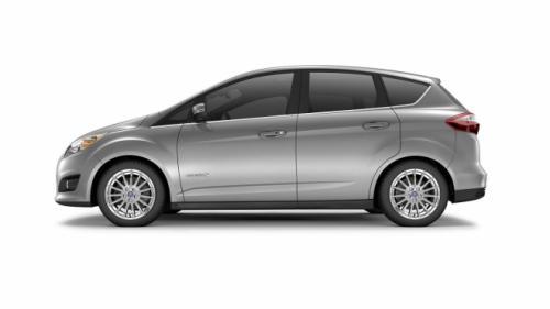Ford C-Max đối đầu Toyota Prius v: Ai hơn ai? - 4