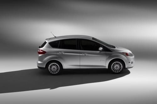 Ford C-Max đối đầu Toyota Prius v: Ai hơn ai? - 9
