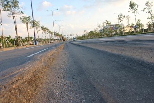 Lún nặng trên đại lộ hiện đại nhất TP.HCM - 2