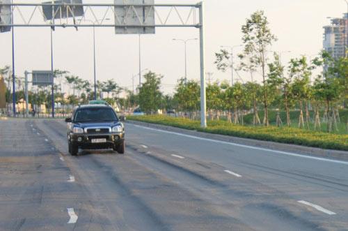 Lún nặng trên đại lộ hiện đại nhất TP.HCM - 3