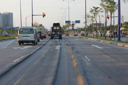 Lún nặng trên đại lộ hiện đại nhất TP.HCM - 4