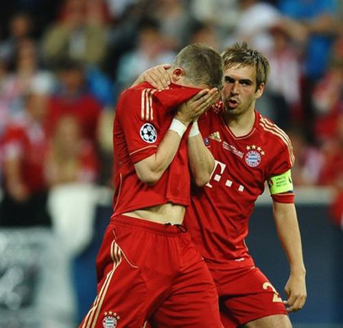 Bayern: Hai ngôi sao, một số phận - 1