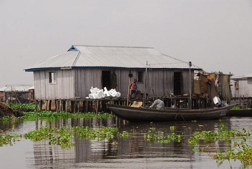 Ngôi làng trên hồ độc đáo ở châu Phi - 3
