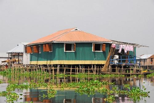 Ngôi làng trên hồ độc đáo ở châu Phi - 4