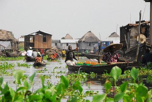 Ngôi làng trên hồ độc đáo ở châu Phi - 5
