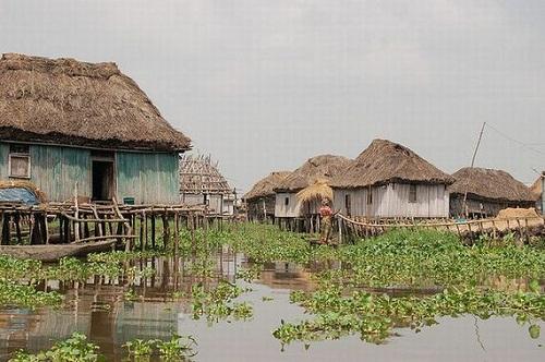 Ngôi làng trên hồ độc đáo ở châu Phi - 10