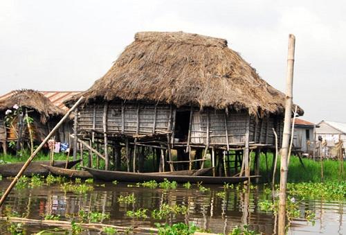 Ngôi làng trên hồ độc đáo ở châu Phi - 11