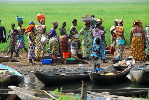 Ngôi làng trên hồ độc đáo ở châu Phi - 12
