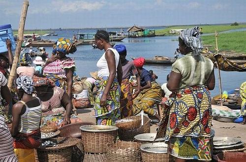 Ngôi làng trên hồ độc đáo ở châu Phi - 13