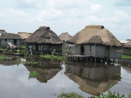 Ngôi làng trên hồ độc đáo ở châu Phi - 9