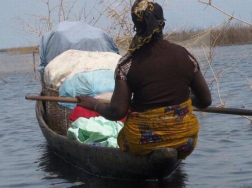 Ngôi làng trên hồ độc đáo ở châu Phi - 15