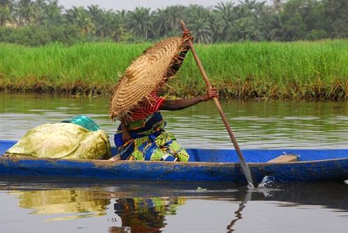Ngôi làng trên hồ độc đáo ở châu Phi - 16
