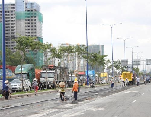 Cấm đường sửa lún, Đại lộ Đông Tây kẹt cứng - 2