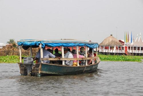 Ngôi làng trên hồ độc đáo ở châu Phi - 20