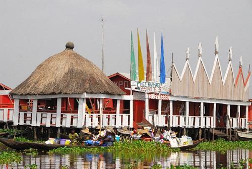 Ngôi làng trên hồ độc đáo ở châu Phi - 22