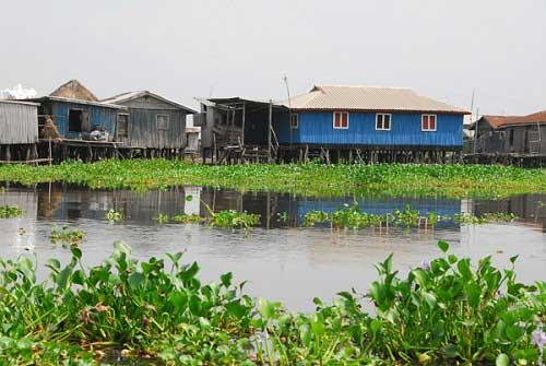 Ngôi làng trên hồ độc đáo ở châu Phi - 6