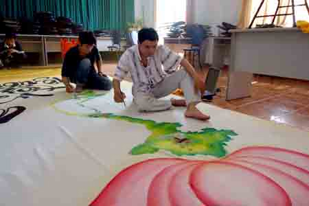 Bức họa chân dung Bác Hồ trên mành tre lớn nhất - 8