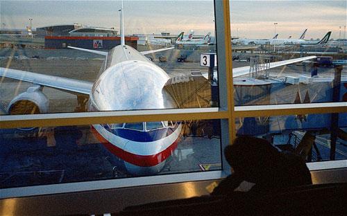 Boeing 767 hạ cánh khẩn vì nghi có khủng bố - 1