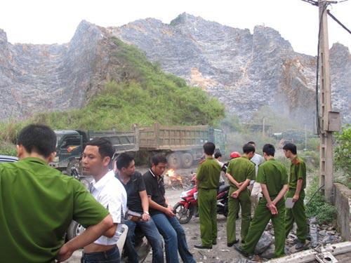 Làng góa phụ dưới chân núi đá vôi - 3