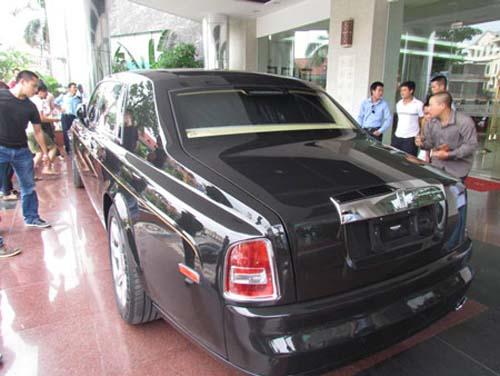 Rolls-Royce hình rồng giá 35,5 tỷ VND về nước - 4