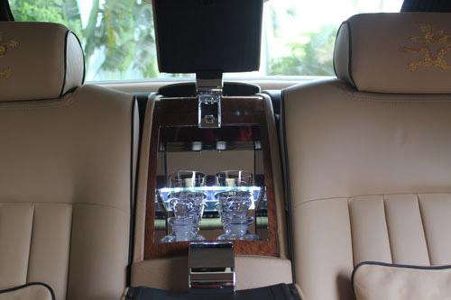 Rolls-Royce hình rồng giá 35,5 tỷ VND về nước - 9