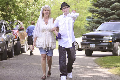 Làm đám cưới ở... nghĩa địa - 1