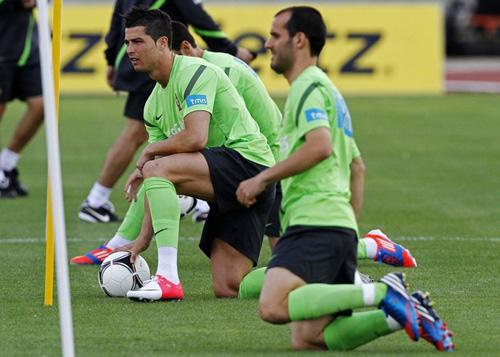 Ronaldo: Sân khấu Euro là của anh - 2