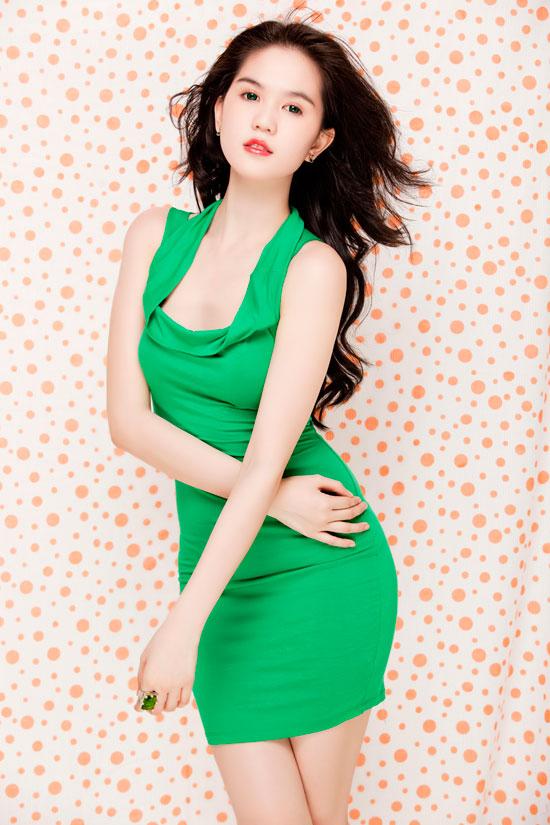 Ngọc Trinh tung hoành váy ngắn - 5
