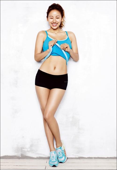 Lee Hyori vén áo gợi cảm - 2