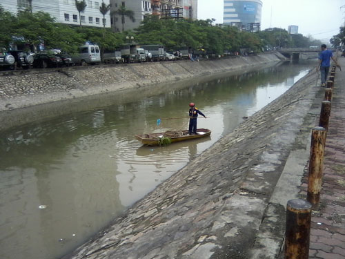 Vợt cá trên sông Kim Ngưu - 1