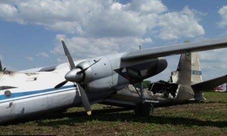 Máy bay quân sự Nga vỡ đôi rồi bốc cháy - 3