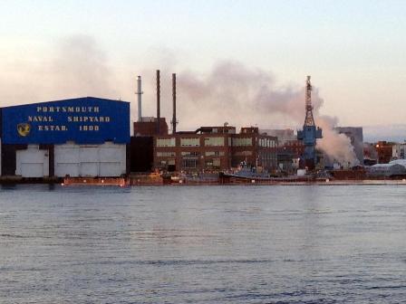 Tàu ngầm hạt nhân Mỹ bốc cháy tại xưởng - 1