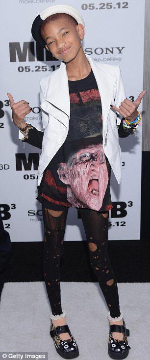 Rihanna khoe da loang lổ - 10