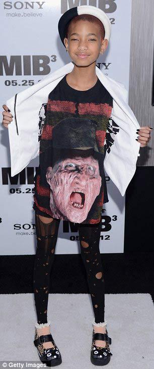Rihanna khoe da loang lổ - 11