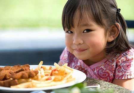 Trẻ suy dinh dưỡng do...ăn cơm sớm - 2