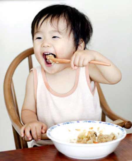 Trẻ suy dinh dưỡng do...ăn cơm sớm - 3