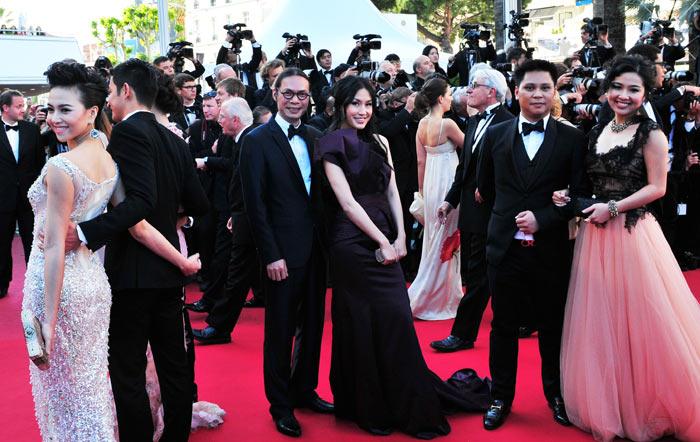 """Cannes: Sao Việt """"so găng"""" với sao ngoại - 14"""