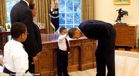 Câu chuyện về cậu bé xoa đầu Obama - 1