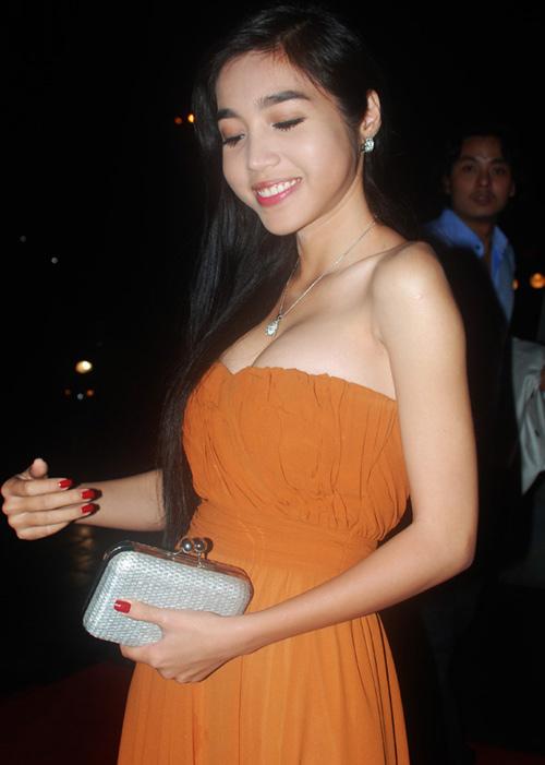 Người đẹp ngượng ngùng vì sự cố váy quây - 8