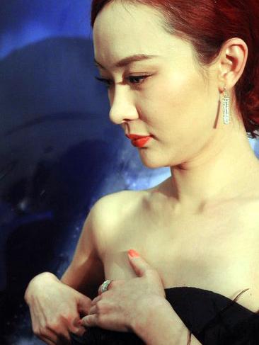 Người đẹp ngượng ngùng vì sự cố váy quây - 15