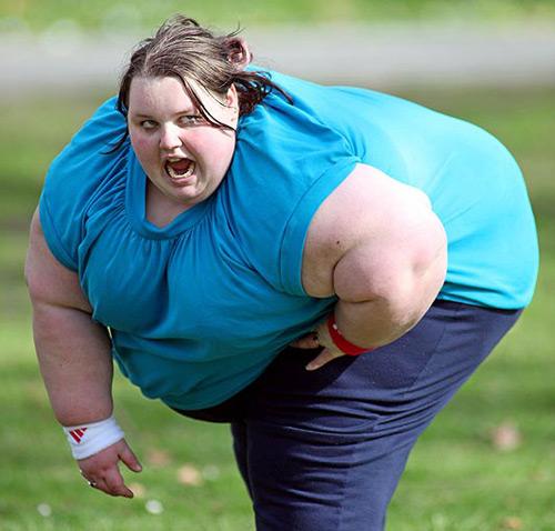 Thiếu nữ 19 tuổi nặng 400 kg - 2